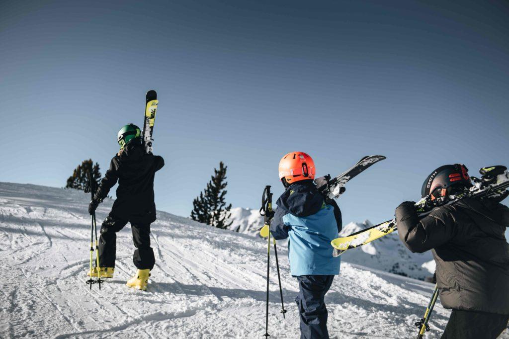 Dzieciaki na nartach